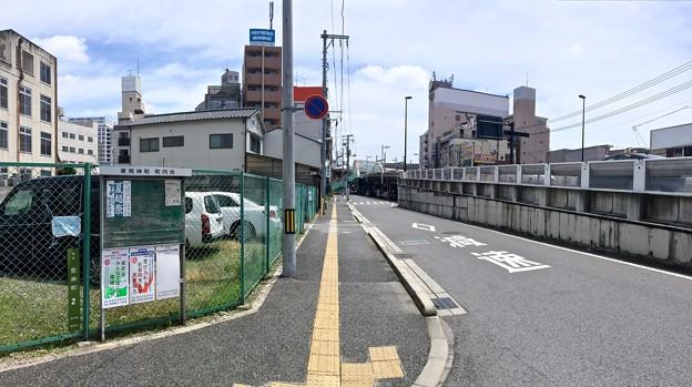 荒神交差点から荒神陸橋方向 広島市南区荒神町 あけぼの通り