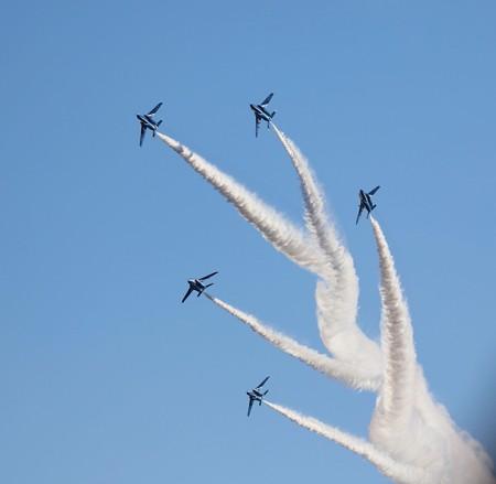 飛行機(20)−ブルーインパルス(その三)、5、6機編隊飛行  卓越した技です