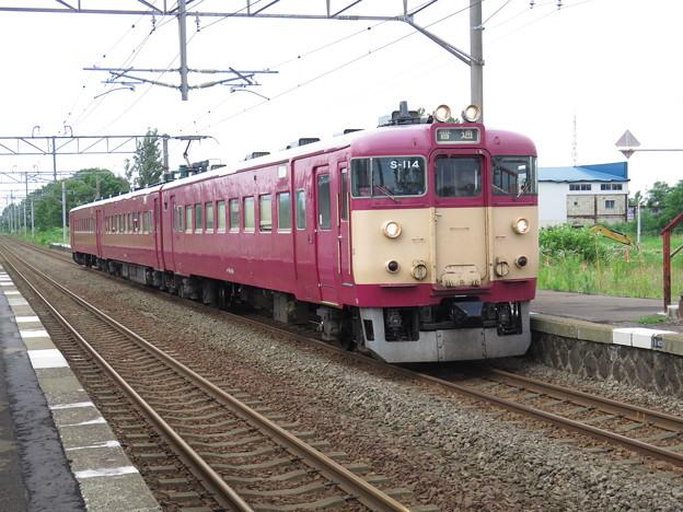国鉄色711系非冷房車@函館本線 豊沼駅