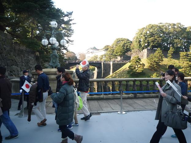 皇居正門外石橋(旧西丸大手門)から二重橋を望む。