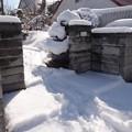 Photos: 門周辺の雪