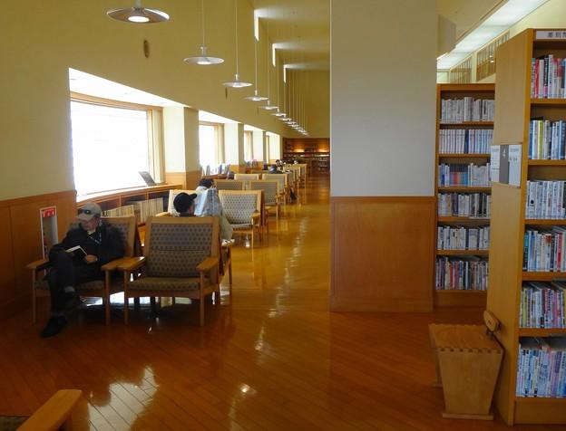 図書館1階 読書コーナー
