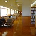 Photos: 図書館1階 読書コーナー