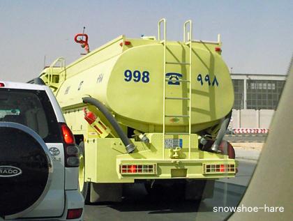 サウジの消防関係車両は黄色い