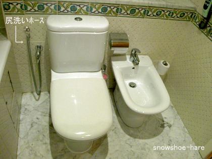 ホテルのトイレとビデ