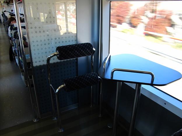 写真: E257系特急あづさ3号車内1