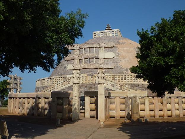 サーンチー第1塔と南塔門 Stupa No. 1 & Southern torana