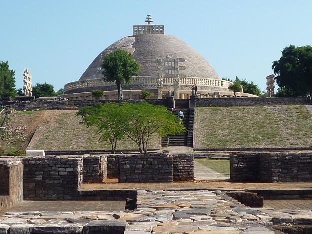 サーンチー第1塔 第2塔からの帰りView en route from Stupa No.2