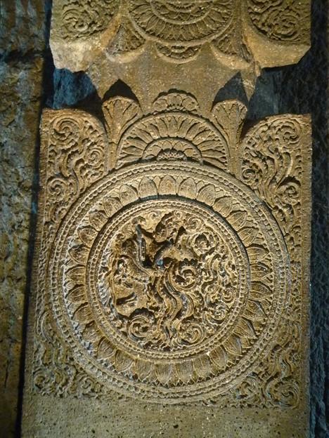 アジャンター細密な浮彫 Fine relief on the column,Ajanta cave