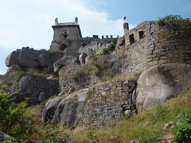 仕掛けを持つ堅固な城砦 Impregnable fort