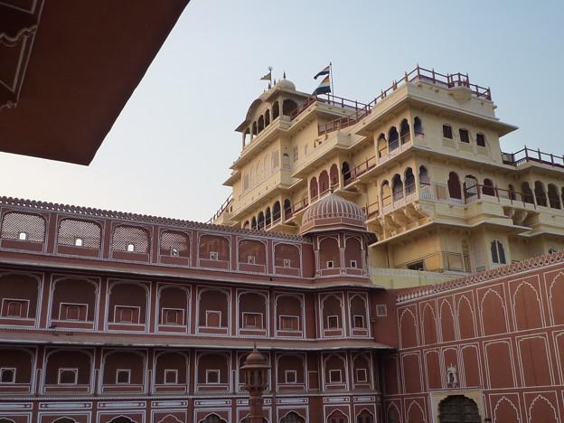シテイ・パレス チャンドラ・マハル Chandra Mahal with the flag atop