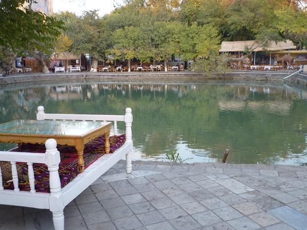 シルクロードのカフェ(チャイハナ) Cafe next to the pond , Silk Road