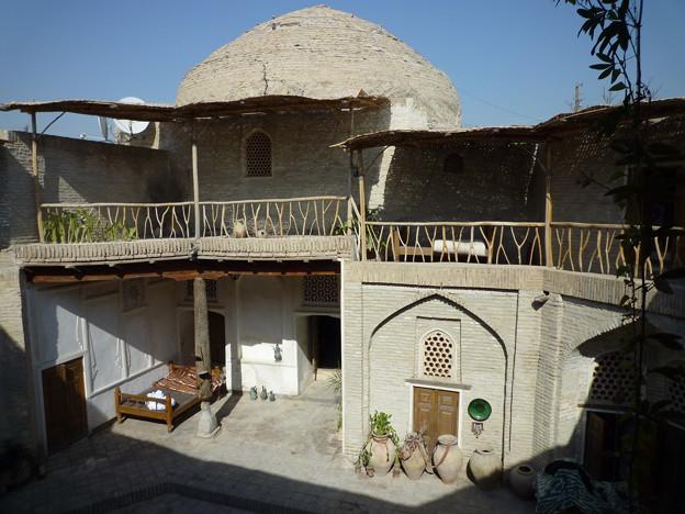 シルクロード 旧モスク傍の一服 Madrasah renovated as a hotel