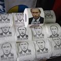 写真: プーチンの顔に糞を塗る Thus Hated Putin