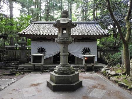 鞍馬寺08 奥の院 魔王殿 二柱の真ん中に陰陽合体の六角灯籠