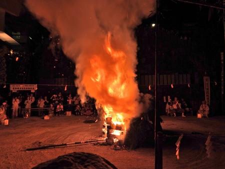狸谷山不動院 火渡り祭06 渦を巻く煙