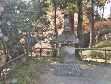 石山寺 めかくし石 オーブ(明度アップ)