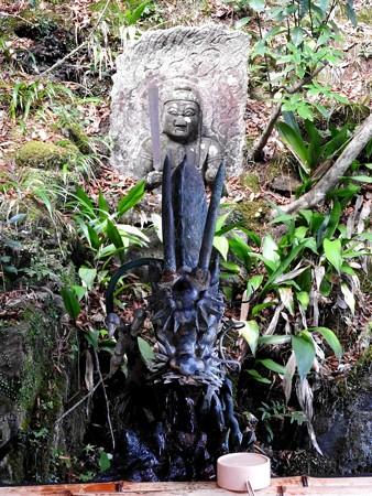 石山寺24 手水舎 龍と不動