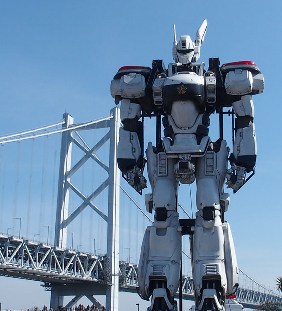 写真: 瀬戸大橋をバックに