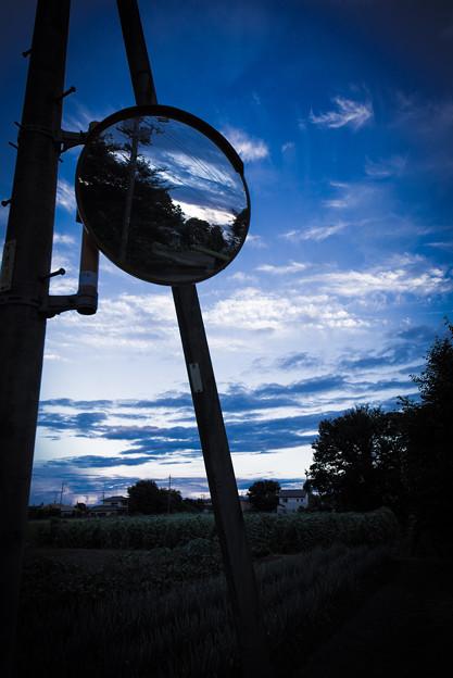 カーブミラーと夏の空@桶川