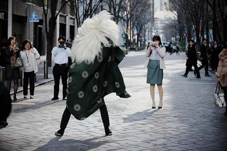 2017.01.04 丸の内仲通り 獅子舞 獅子と美女