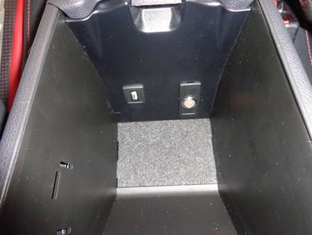 ベンツGLA45 AMG 石川県 レイヤードサウンド取付 コンソール内スイッチ取付