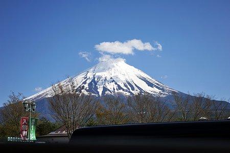 翌日の道の駅鳴沢ではこんな感じに富士山