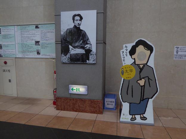 三鷹駅前展示