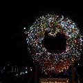 クリスマスリースと月