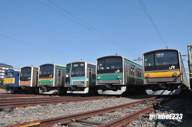 クモヤ143-11と各線の205系の並び