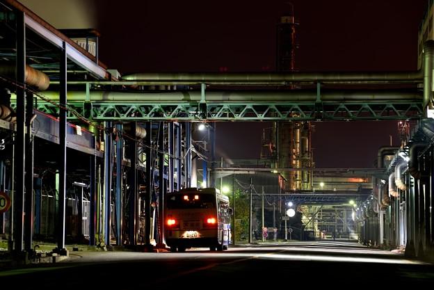 工場街のバス