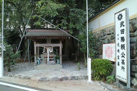 鳴玉神社〔武田勝頼・三枝夫人の墓所〕 (2)