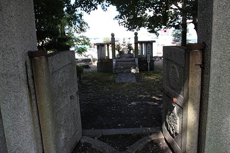 池田恒興(信輝)・元助の墓 - 2
