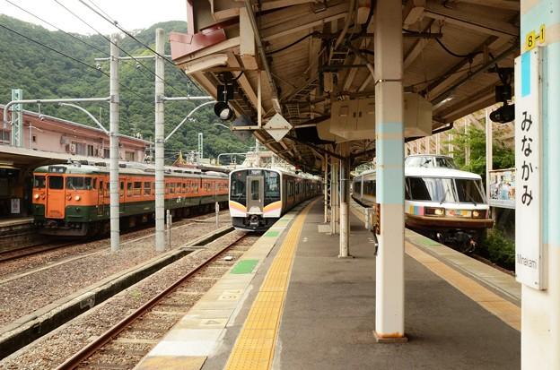 水上駅での3列車並び