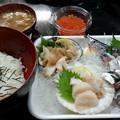 Photos: 塩釜仲卸水産市場で朝酒と朝ご飯。秋刀魚ホッキ帆立貝、イクラ。酒は...