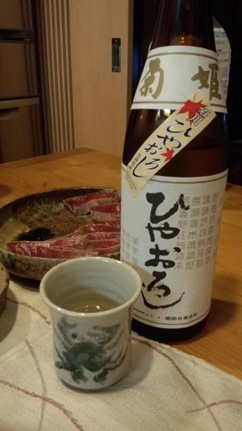 菊姫のひやおろしを九谷焼のぐい飲みで。石川県!今夜は本鮪の漬けと...