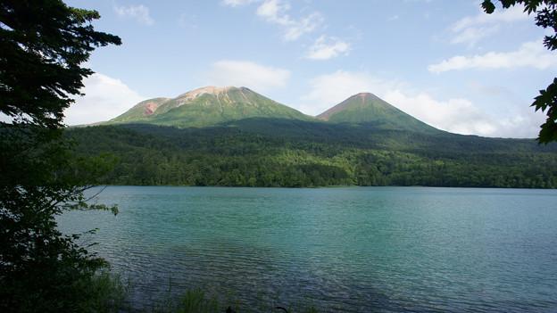 オンネトーと阿寒の山々1920*1080(16:9)