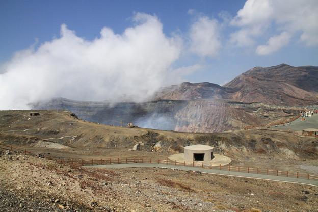 写真: 100512-74九州ロングツーリング・阿蘇中岳噴火口3
