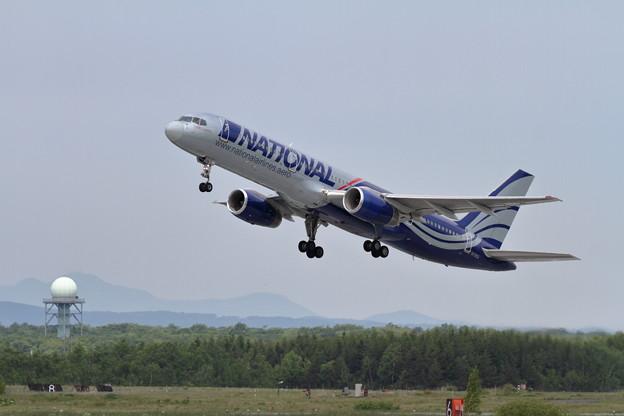 B757 N176CA takeoff