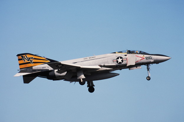 USN F-4J 158359 NF210 VF151 Atsugi 1981