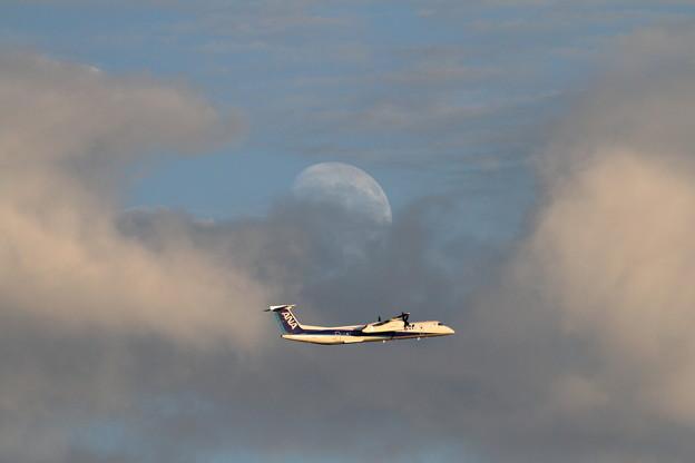 Q400 と月