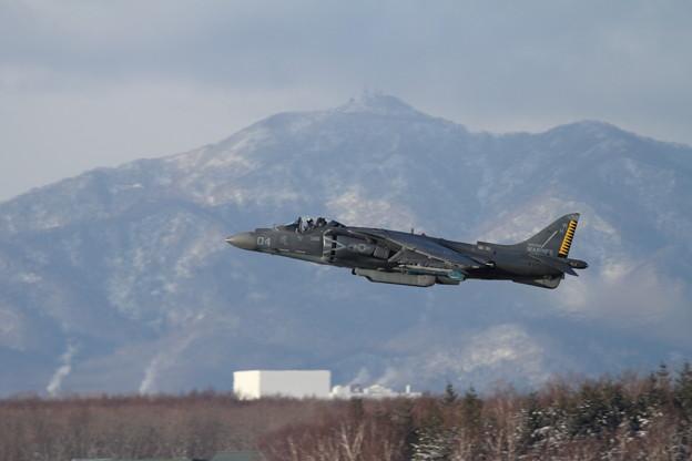AV-8B WH-04 takeoff 紋別岳back
