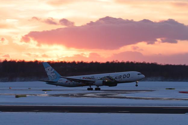 B767 JA602A takeoff