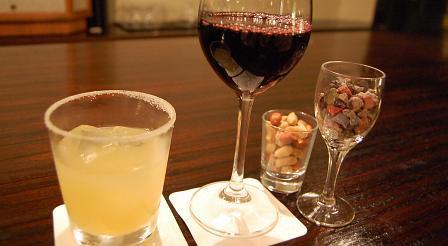 ソルティードッグ、赤ワイン、ナッツ、チョコレート
