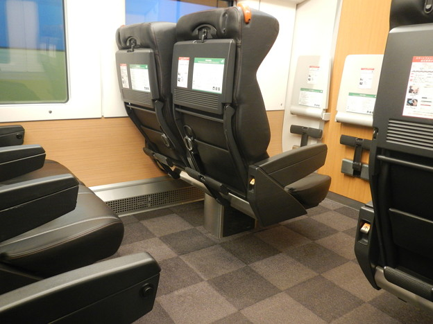 E259 green car (seat)