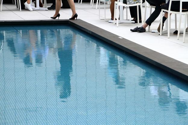 初夏のプールサイド