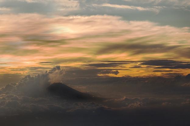 写真: 暮れ時の富士