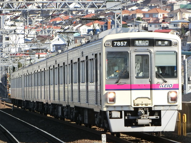 京王7000系(7807F+7424F) 各駅停車高尾山口行き