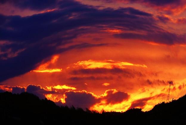 中秋の夕陽は燃えていた。