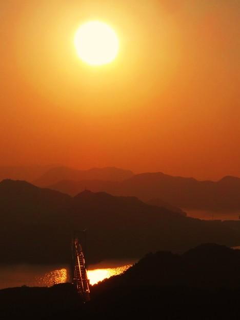 立冬の しまなみ海道夕景色